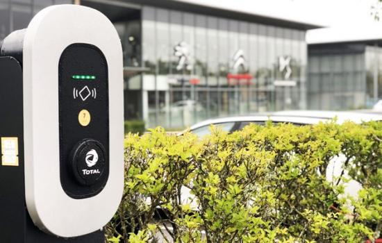 Borne Total PSA - Total EV Charge Services et Grolleau